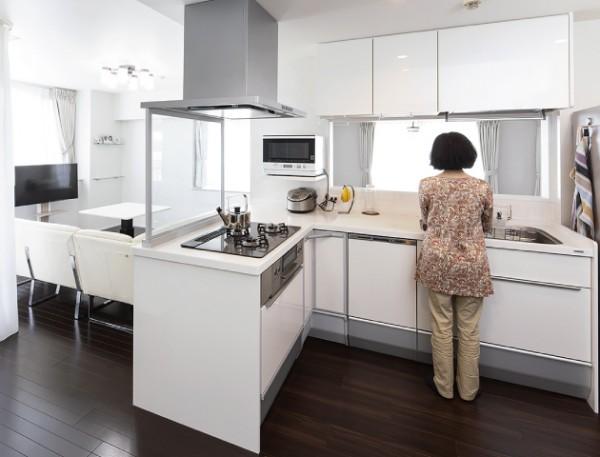 当社リフォーム実例:キッチンの向きをリビ